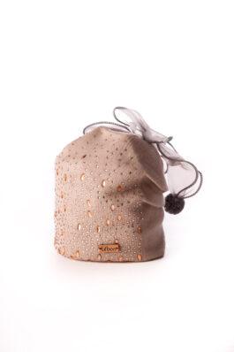כובע עם קישוט