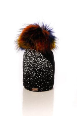 כובע עם פונפון